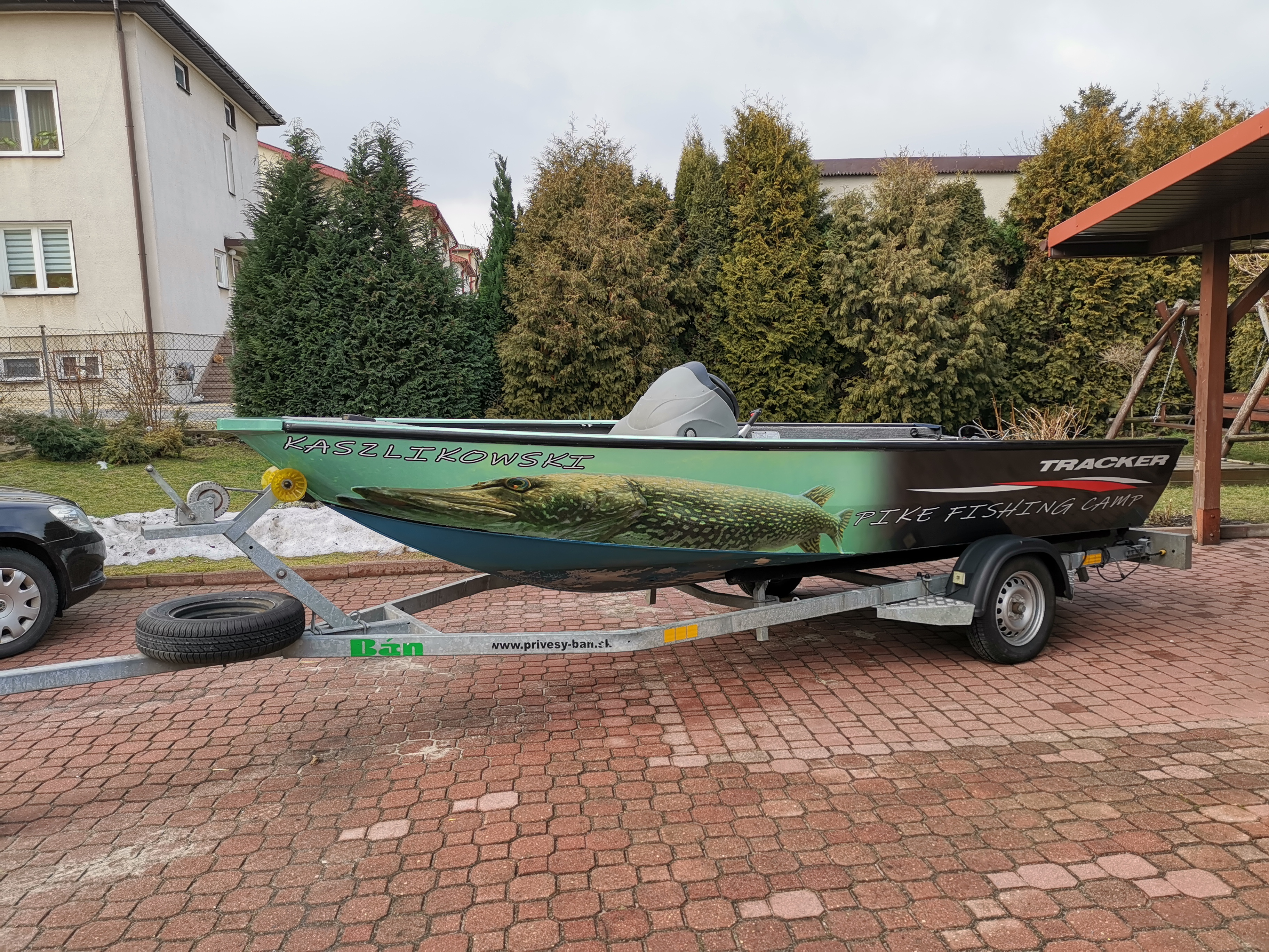 Oklejanie reklamowe - łódź tracker